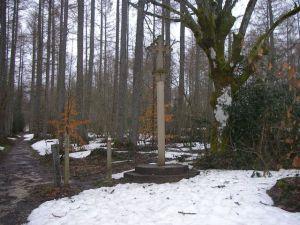 La cruz blanca de Roldán vista de frente.