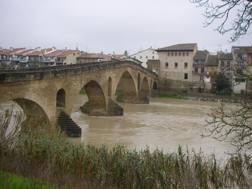 Vista del famoso Puente de Puente de la Reina