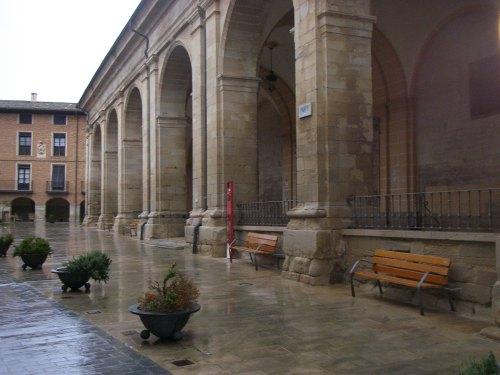 Los Arcos. Plaza e Iglesiia de Santa María de los Arcos.