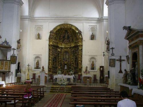 Camino Burgos a Hontanas. Interior de la Iglesia de Hontanas. Es la primera vez que vi esta Igleisa abiera.