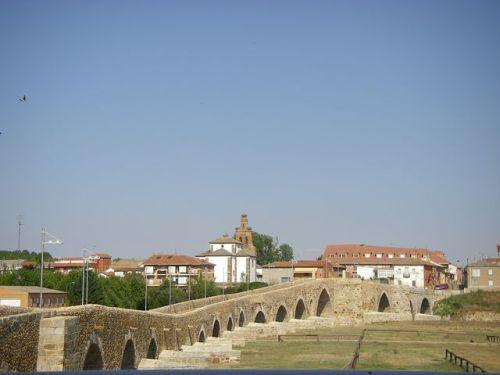 Hospital de Orbigo. Vista desde el Puente de Paso Honroso