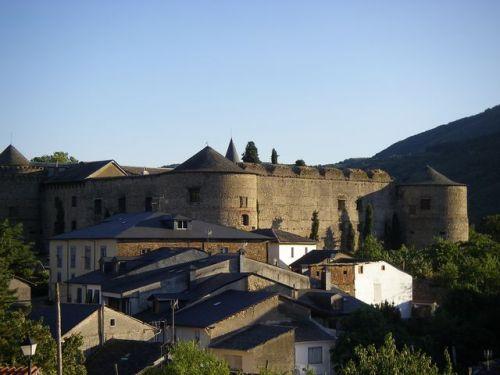 Castillo de Villafranca del Bierzo (también conocido como Castilo de los Marqueses de Villafranca).