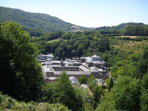 Vista del Monasterio de Samos desde el Camino